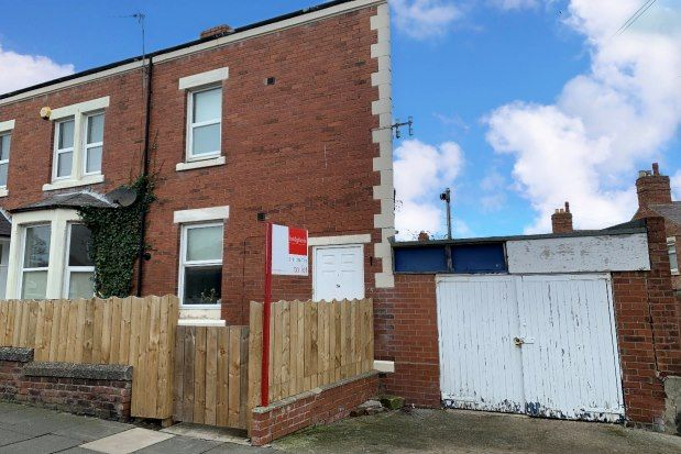 2 bed flat to rent in St. Ronans Road, Whitley Bay NE25