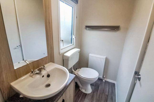 Lev0912Jmp Shower Room