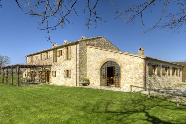 5 bed farmhouse for sale in Perugia, Italy