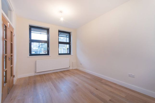 Thumbnail Property to rent in Wandsworth Road, Wandsworth