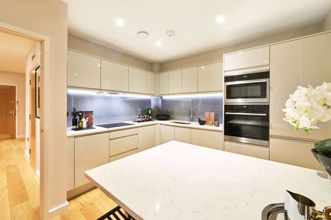 Thumbnail Flat for sale in Welcombe House, Harpenden, Hertfordshire