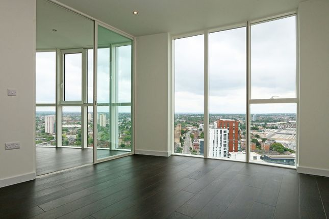 Thumbnail Flat for sale in Sky Gardens, Nine Elms, London