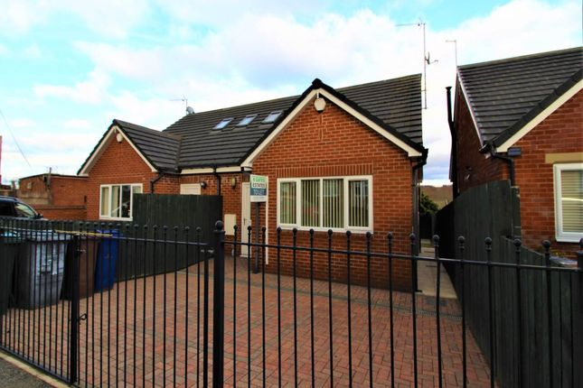 2 bed semi-detached bungalow to rent in Tinker Lane, Hoyland Common, Barnsley S74