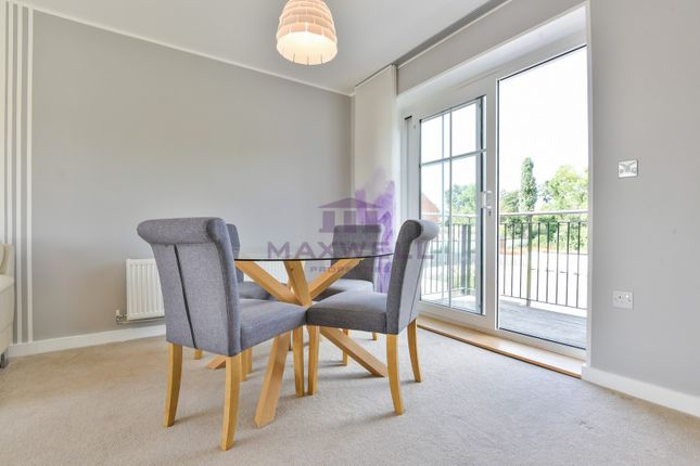 Thumbnail Flat for sale in Campion Square, Dunton Green, Sevenoaks