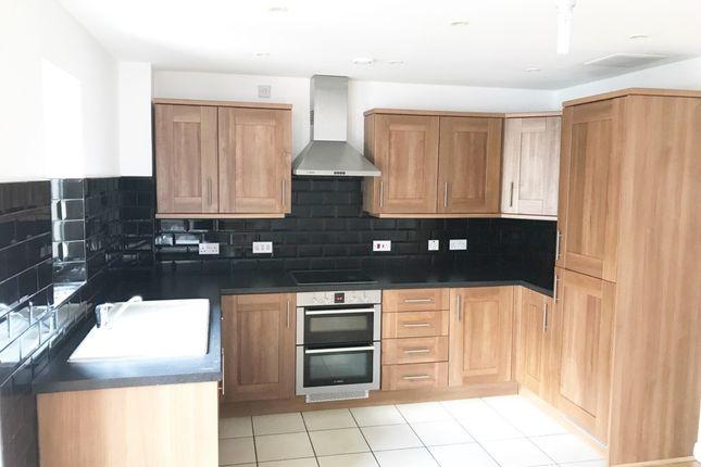 Thumbnail Flat to rent in Sheldon Way, Berkhamsted, Hertfordshire