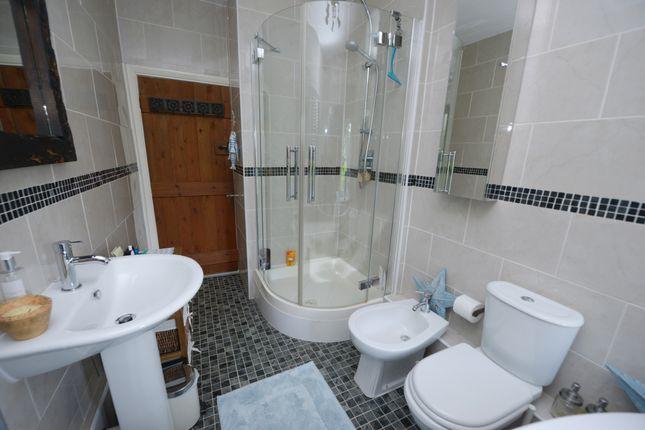Bathroom of Foolow, Eyam, Hope Valley S32