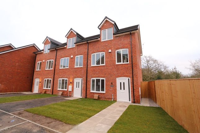 Thumbnail Semi-detached house to rent in Hillside Close, Hyde