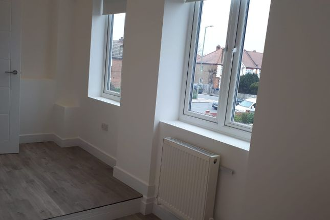 Thumbnail Flat to rent in Queens Parade, Friern Barnet Road, London