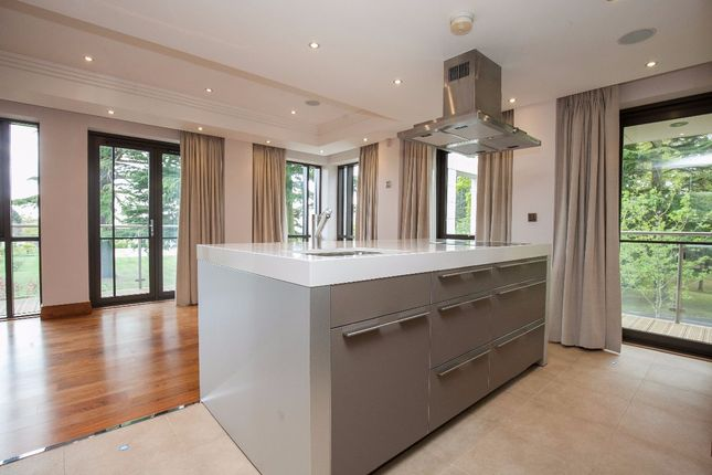 Thumbnail Flat to rent in Charters, Sunningdale, Ascot, Berkshire