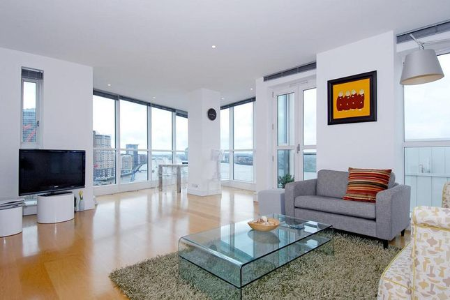 Thumbnail Flat to rent in Berkeley Tower, 48 Westferry Circus, Canary Wharf, London