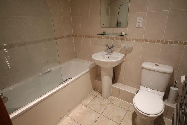 Bathroom of Cumberland Street, Liverpool L1