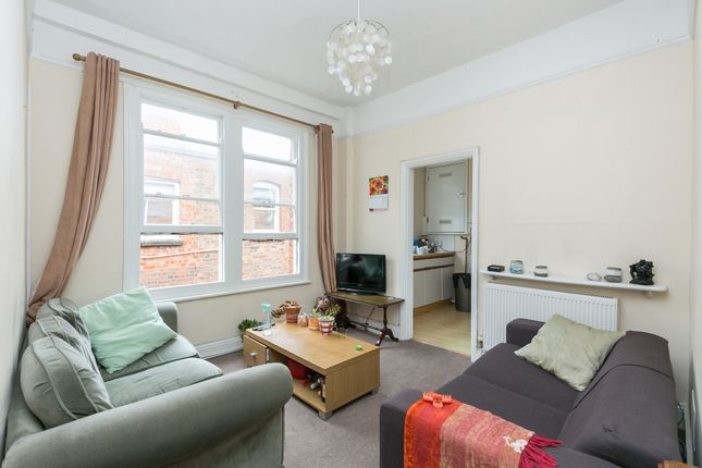 Thumbnail Flat to rent in Barcombe Avenue, London