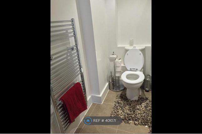 1st Bathroom of Coopers Road, London SE1