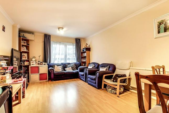 Flat to rent in Prince Of Wales Close, Hendon