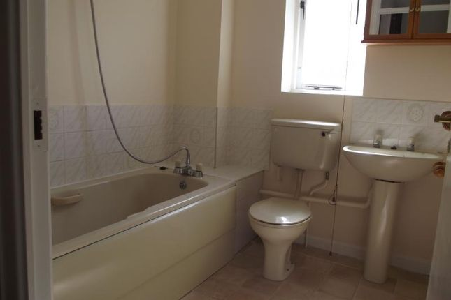 Semi-detached house to rent in Trivett Close, Greenhithe