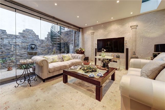 Thumbnail Terraced house for sale in Chesterfield Street, London
