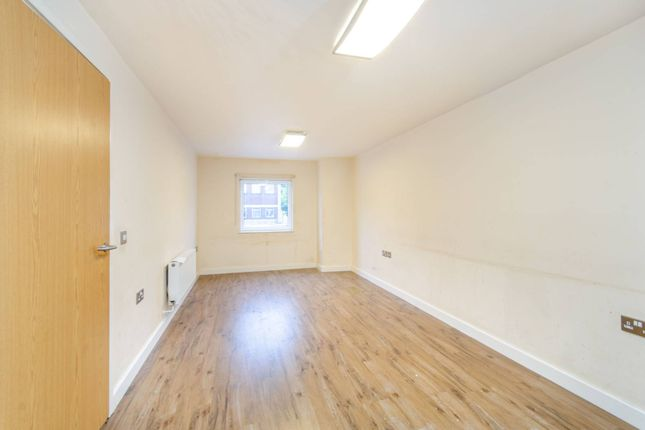 Thumbnail Flat to rent in Southbridge Way, Southall