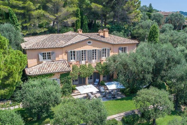 Villa for sale in Chateauneuf-Grasse, French Riviera, France