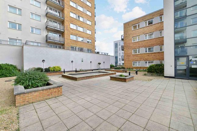 Thumbnail Flat to rent in Singapore Road, Ealing