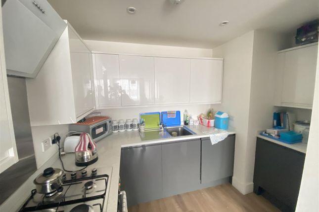 1 bed property to rent in High Street, Waltham Cross EN8