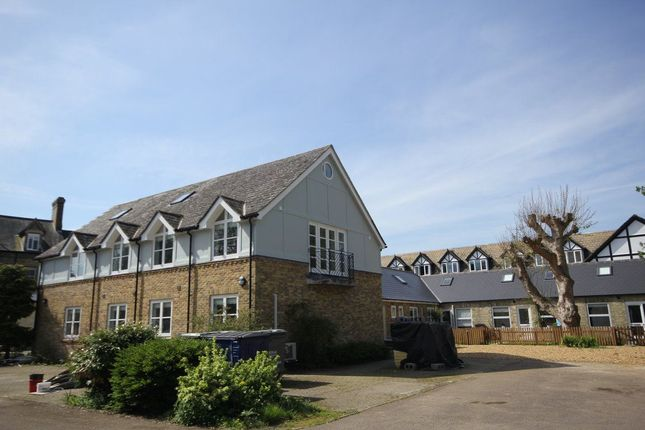 2 bed flat to rent in West Street, Godmanchester, Huntingdon