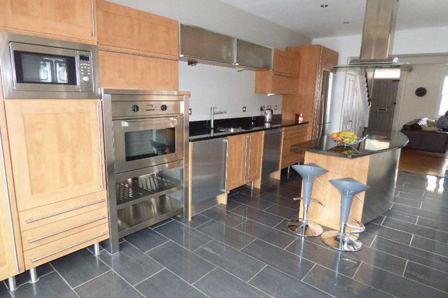 4 bed terraced house to rent in Lower Thrift Street, Abington, Northampton NN1