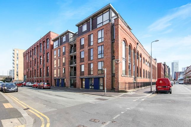 Thumbnail Flat to rent in Hulme Hall Road, Manchester