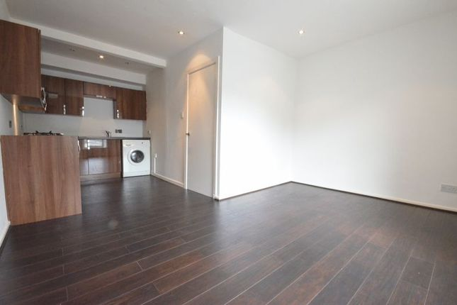 Thumbnail Flat to rent in Whalley Road, Clayton Le Moors, Accrington