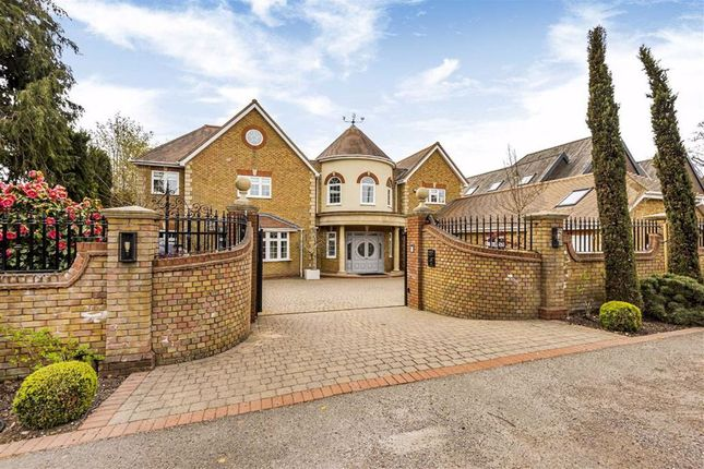 Thumbnail Detached house for sale in East Ridgeway, Cuffley, Hertfordshire
