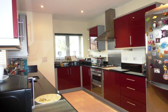 Thumbnail Property to rent in Fox Brook, St. Neots