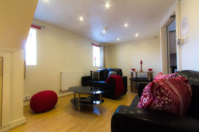 Thumbnail Flat to rent in Flat 3, 65 Woodsley Road, Hyde Park