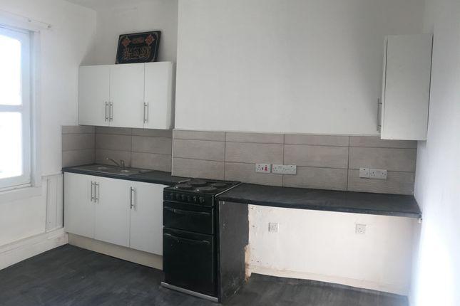 2 bed flat to rent in Church Street, Ripley DE5