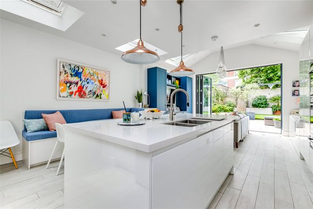 Thumbnail Terraced house for sale in Juer Street, London