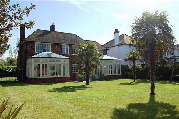 Thumbnail Detached house to rent in Heath Drive, Gidea Park, Romford
