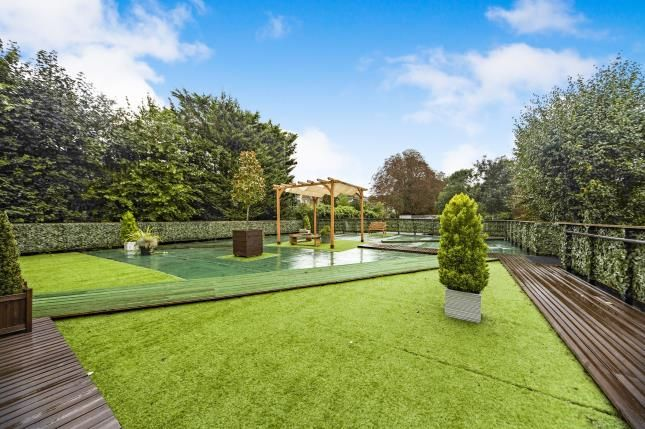 Grounds Of French Apartments Lansdowne Road Purley Surrey Cr8