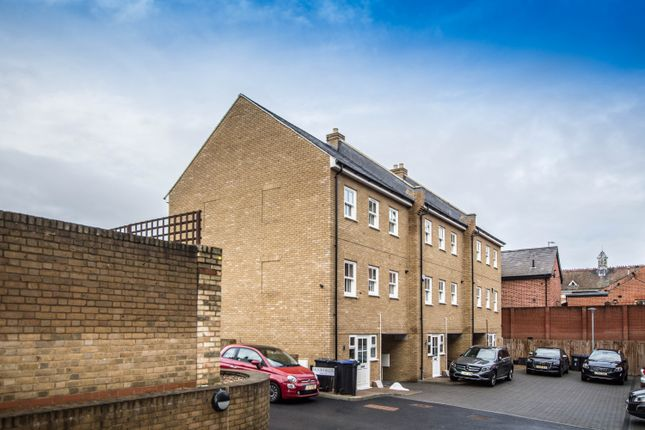 4 bed town house to rent in Moorfields, Hertford SG14