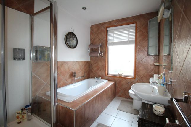 Bathroom of Nelson Street, Tyldesley, Manchester M29