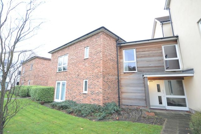 Thumbnail Flat to rent in Hampden Crescent, Bracknell