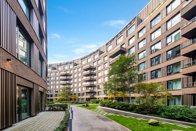 Thumbnail Flat to rent in Wood Crescent, London