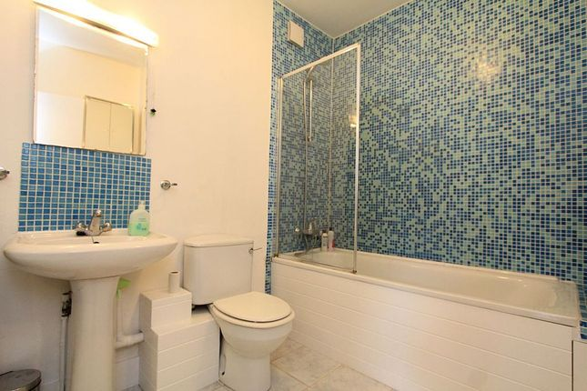 Bathroom of Navarino Road, Hackney, London E8