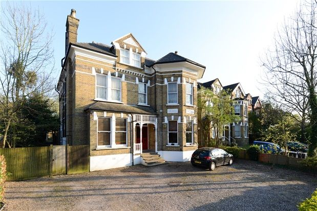 Thumbnail Flat for sale in Harold Road, London