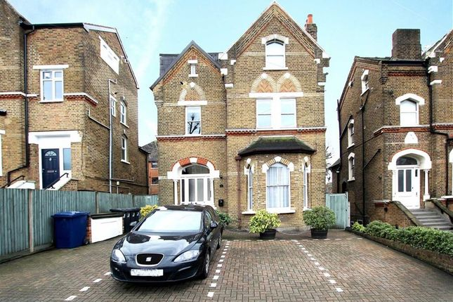 3 bed flat for sale in Leamington Park, London