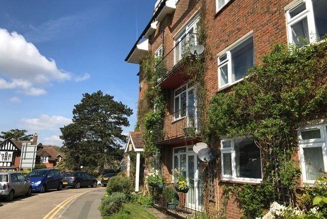 Thumbnail Flat to rent in Croydon Road, Westerham