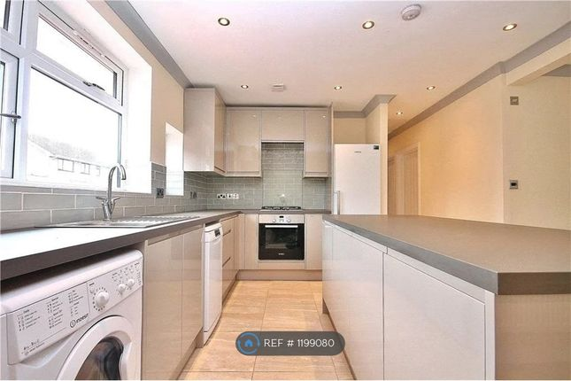 Room to rent in Albain Crescent, Ashford TW15