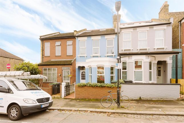 2 bed flat for sale in Umfreville Road, London