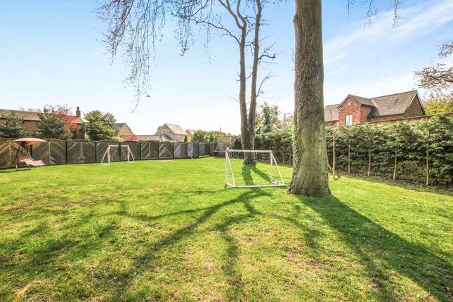 Garden of Farrer Lane, Leeds LS26