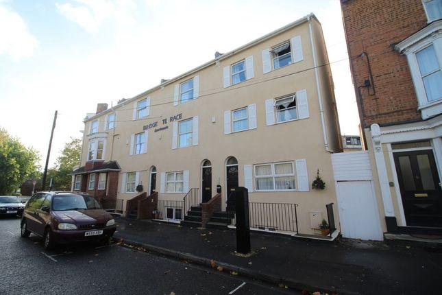 1 bedroom flat to rent in Bridge Terrace, Albert Road South, Ocean Village, Southampton