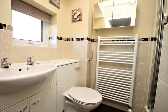 En Suite of Mill Hill Crescent, Northallerton DL6