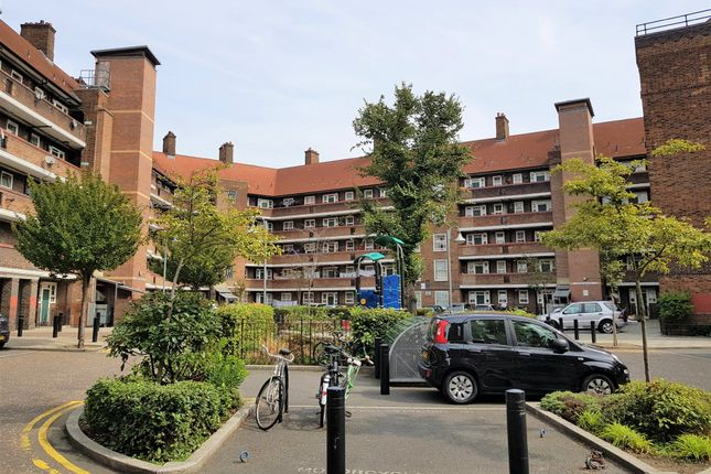 Thumbnail Flat to rent in Pembury Road, London