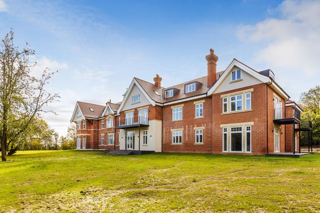 Thumbnail Flat for sale in Horsehill, Norwood Hill, Horley